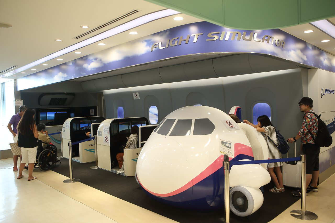 適合大小航空迷體驗的模擬飛行。記者陳睿中/攝影