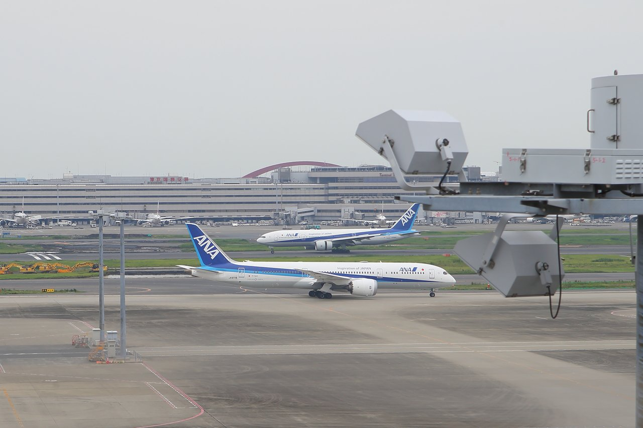 羽田機場的航班密集,可輕鬆見到飛機大軍。記者陳睿中/攝影