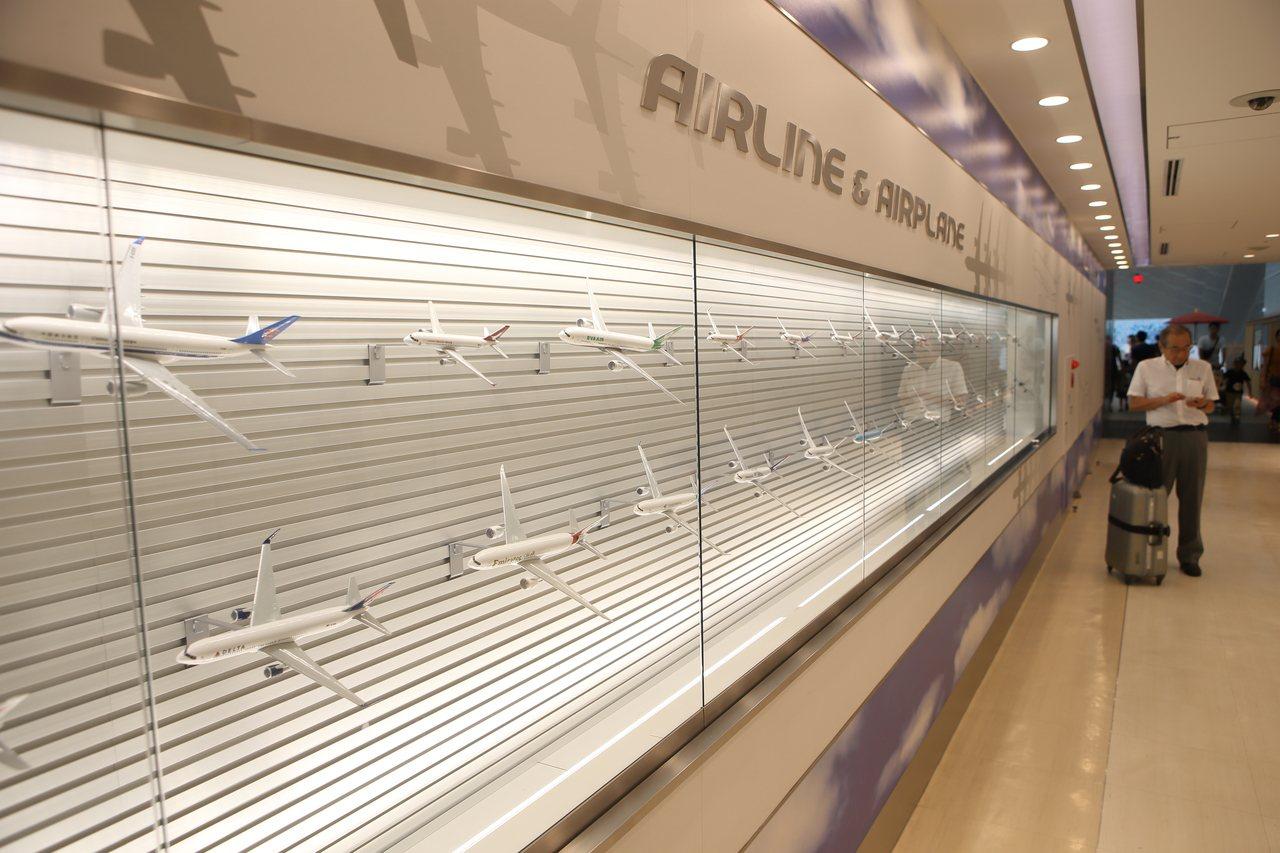 展示牆上,陳列有各家的模型機。記者陳睿中/攝影