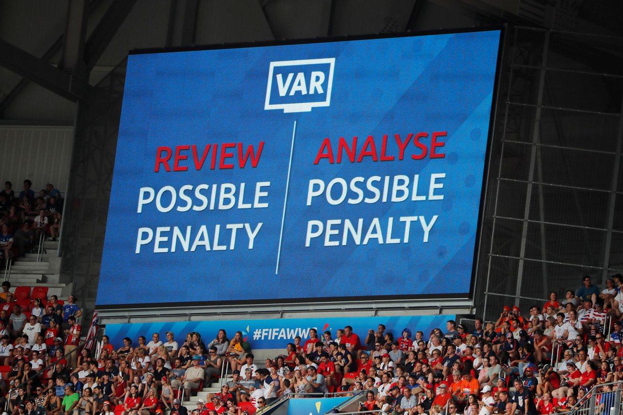 作為歷史最悠久、球迷最死忠老派的英超聯賽終於要改變,宣稱新賽季會引入VAR技術。...