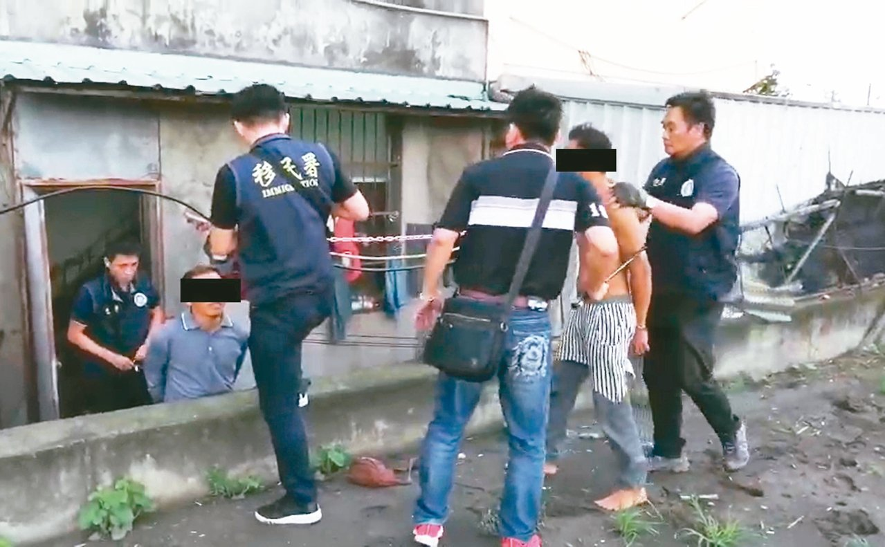 十四名移工在彰化農村協助採收作物遭查獲。 圖/移民署台南市專勤隊提供