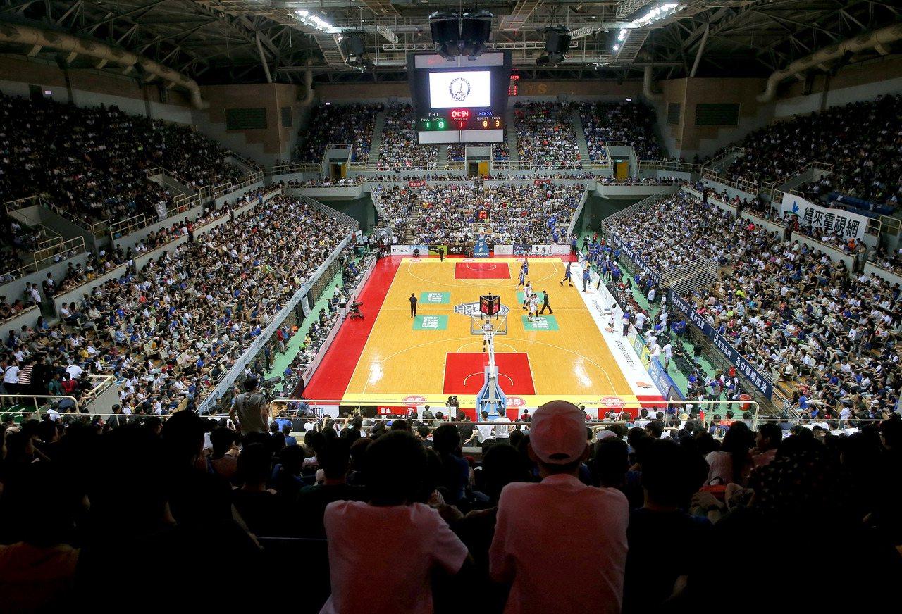 瓊斯盃男籃賽倒數第二天,擁進滿場球迷為中華隊加油。記者余承翰/攝影 余承翰