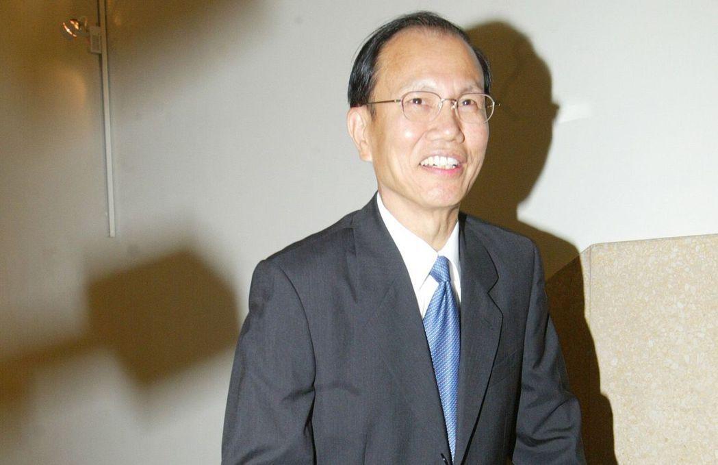 行政院前秘書長薛香川在八八風災當晚被爆去吃父親節大餐,飽遭輿論攻擊,最後請辭下台...