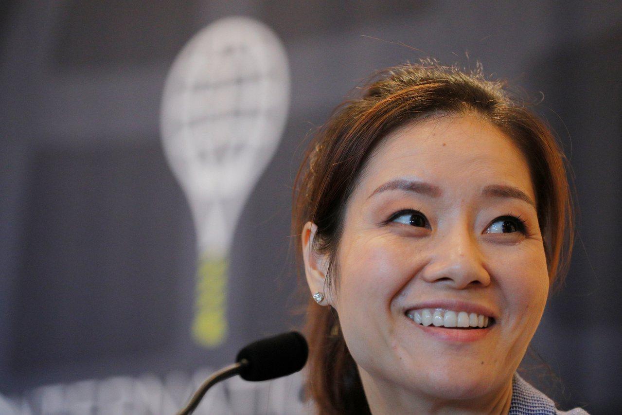 中國大陸網球名將李娜是史上第一位奪大滿貫賽單打冠軍的亞洲球員,也成為史上首位進入...