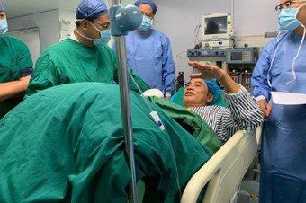 任達華在廣東接受腹部手術後,身體狀況已無大礙。圖/英皇提供