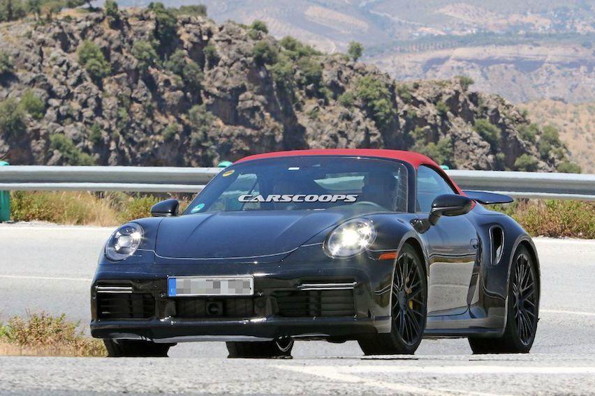 Porsche 911 Turbo敞篷版本現身 紅色軟篷超吸睛