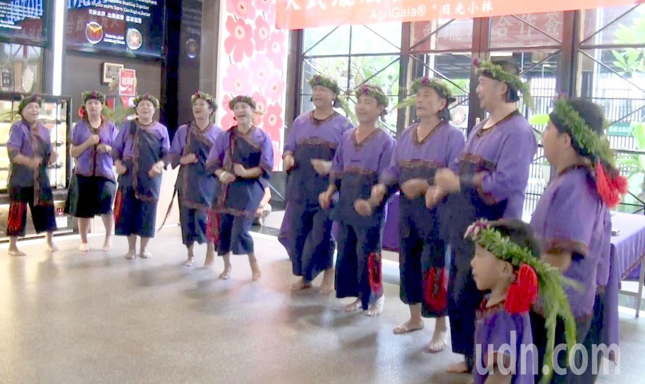日光小林社區復振地方產業,成立的大滿舞團四處受邀演出。記者王昭月/攝影
