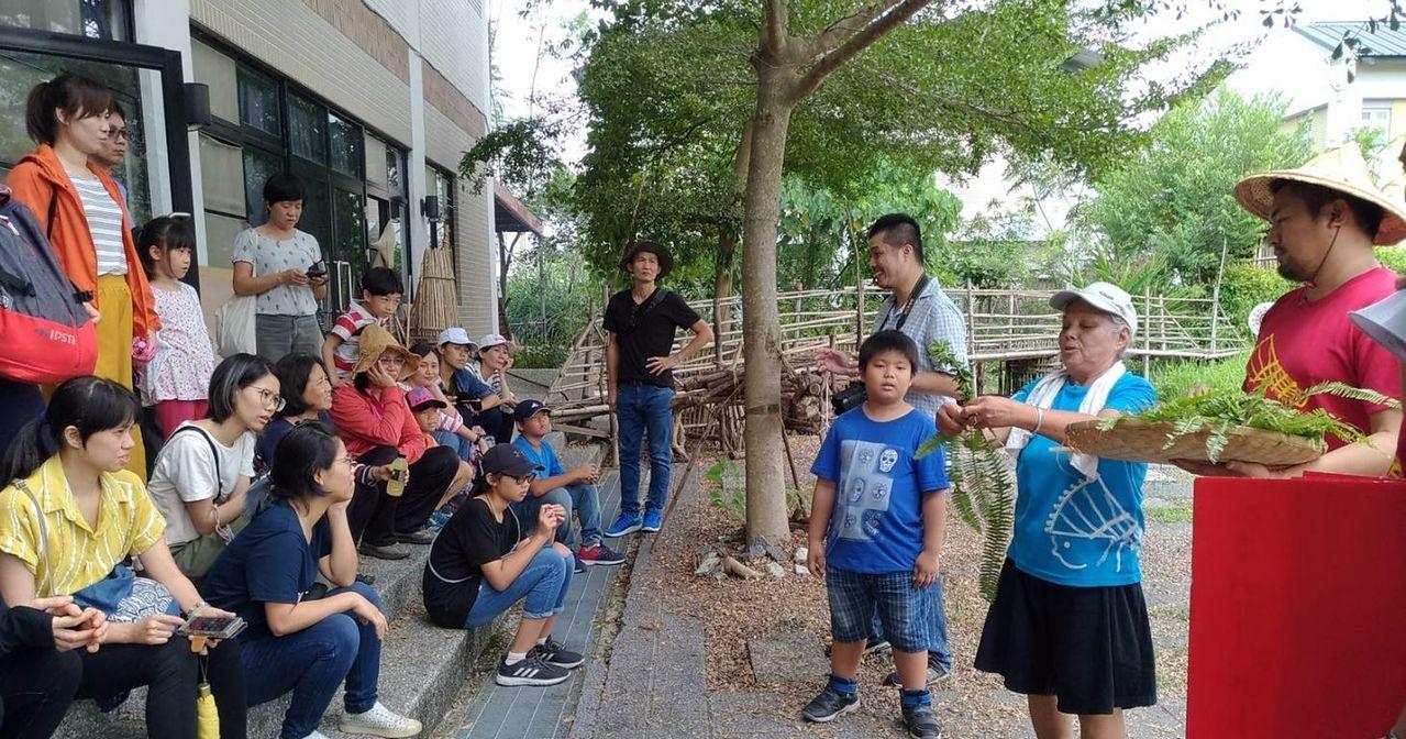 日光小林社區最近發展社區小旅行,順帶行銷雞角翅等地方特產。記者王昭月/翻攝