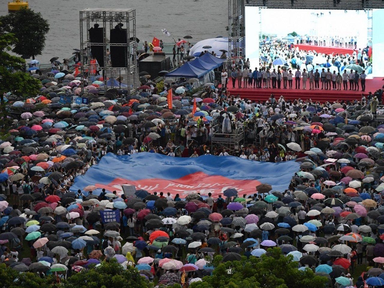 大陸媒體報導建制派「守護香港」集會。(新華社)