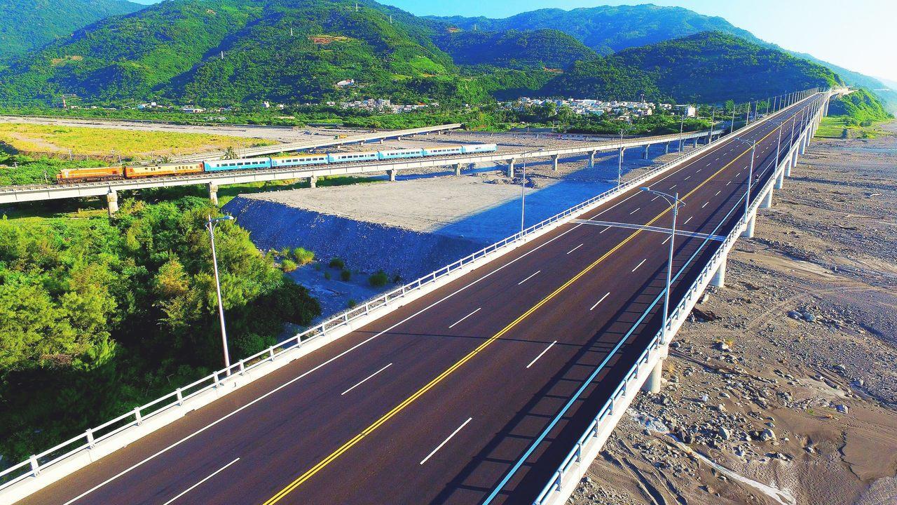 南迴公路拓寬改善後續計畫其中香蘭至金崙段道路預定7月31日通車,已完工的新金崙大...