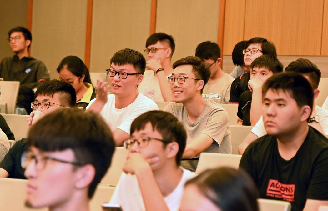 台積電最近在清華大學召開學程說明會,吸引上百位學生參加並提出申請。圖/清華大學提...