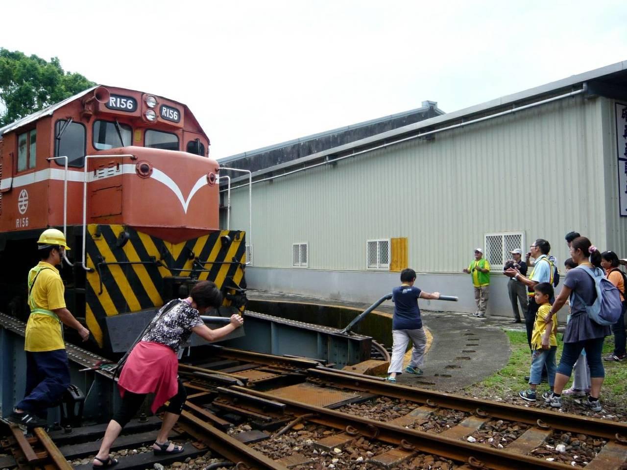 台鐵局郵輪式列車。圖/台鐵局提供