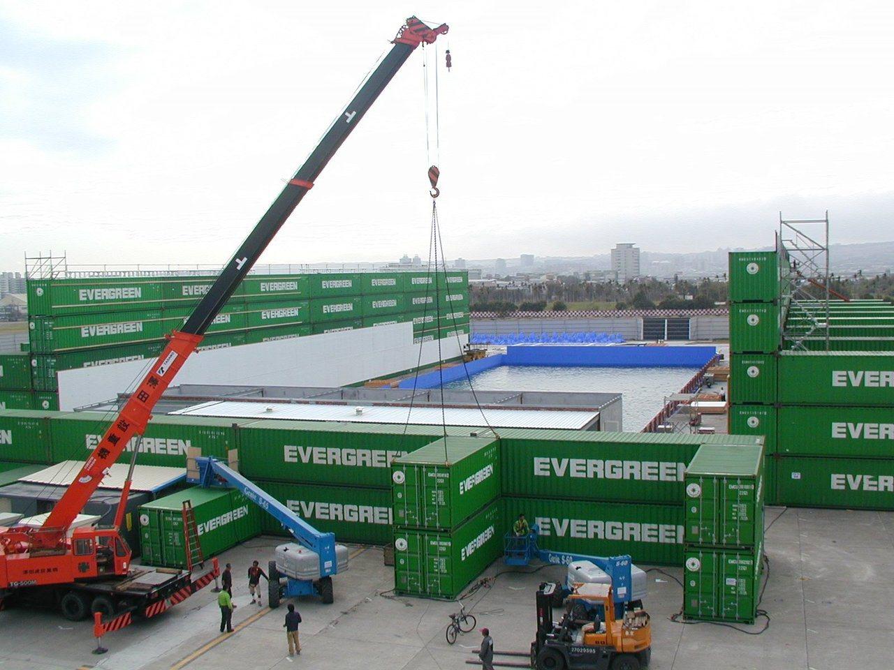 當年導演李安在水湳機場建造造浪池,已完整搬至中台灣影視基地。圖/取自吳皇昇臉書