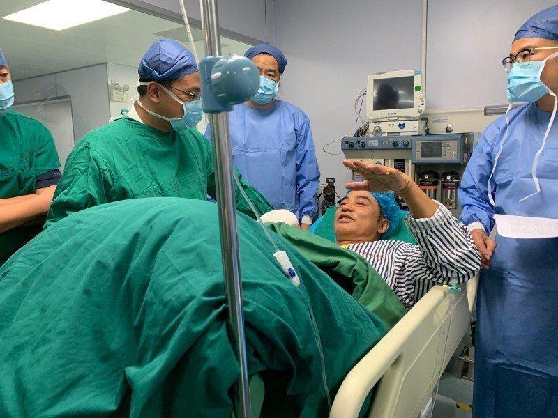 任達華今二度接受腹部手術(圖為第一次手術後)。圖/英皇提供