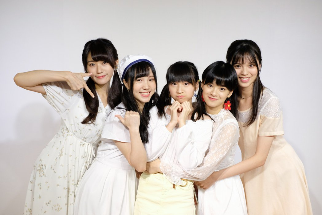 「AKB48 Team TP」成員劉語晴(左起)、劉曉晴、羅瑞婷、蔡伊柔、賈宜蓁...