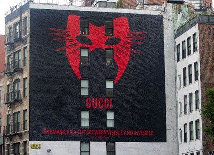 紐約Gucci Art Wall換上Gucci Manifesto系列主題。圖/...