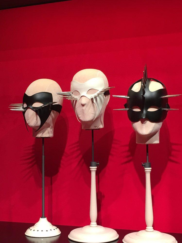 Gucci秋冬打造的面具搭配鉚釘,更強悍有氣勢。記者吳曉涵/攝影