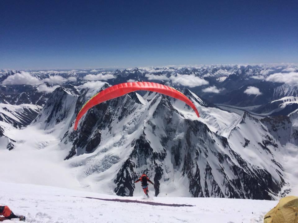 青年登山家呂忠翰與張元植以募資方式挑戰攀登世界第二高峰K2,為安全考量折返。圖/...