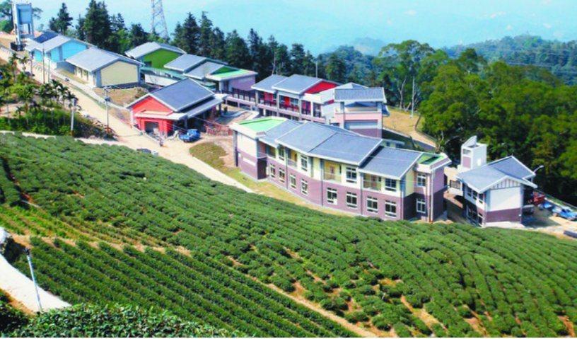 樟湖國中小學8月起將公辦民營,但目前還缺6位老師。本報資料照片