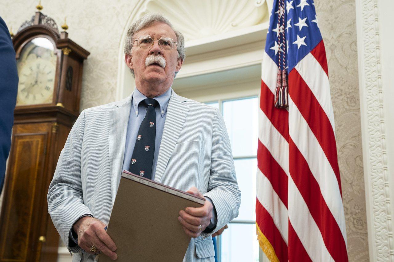 美國總統川普宣布開除國安顧問波頓。歐新社