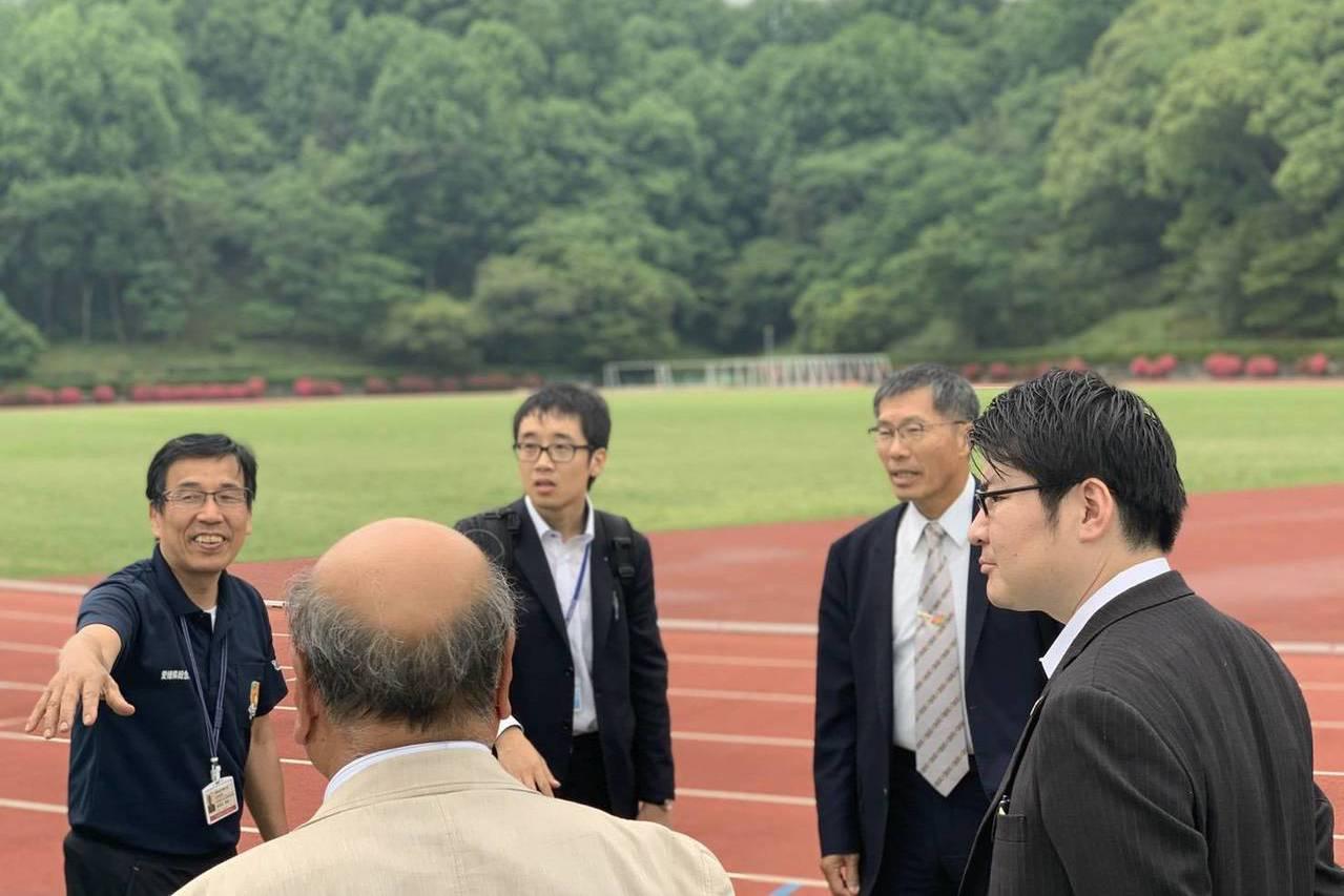 松山市訓練環境佳,中華馬拉松協會理事長盧瑞山(右二)日前曾前往考察。 圖/中華馬...