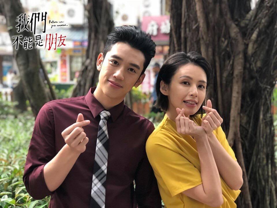 陳慕(左)與袁艾菲在「我們不能是朋友」中有許多親密戲。圖/摘自臉書
