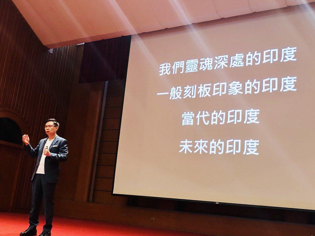 貿協董事長黃志於國家圖書館演講分享印度經驗。貿協提供