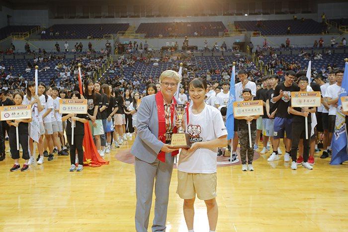 小林栞(右)奪女子組MVP。圖/人間通訊社提供