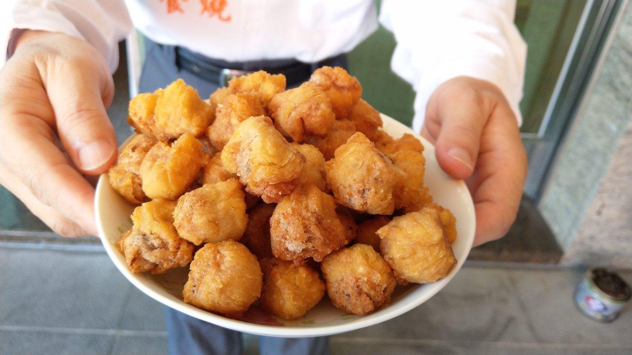 「嘟好燒」是一種外皮炸得酥脆、內餡Q軟的百年美食,越吃越涮嘴。記者戴永華/攝影