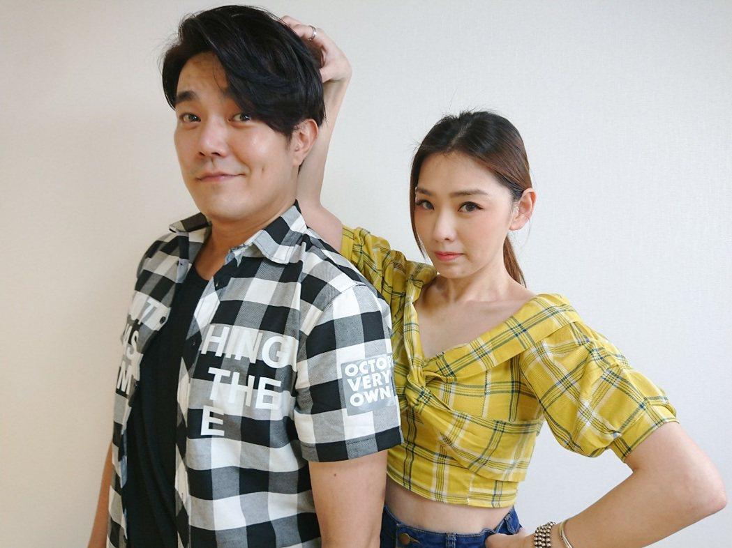 余政鴻(左)與賴芊合出發到韓國代購直播。圖/翰成數位直播提供