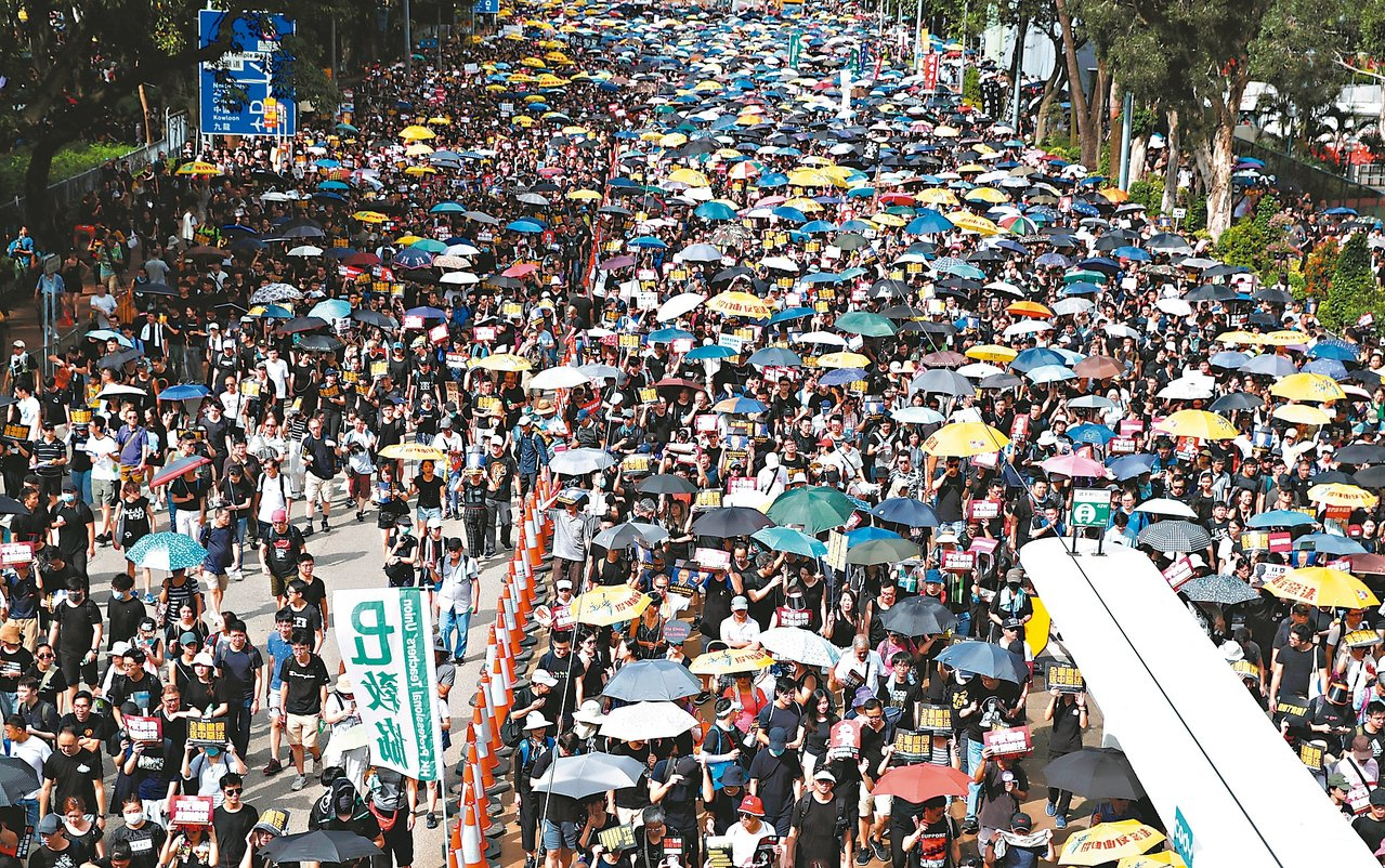 香港民陣21日再度發起「反送中」遊行。 (路透)