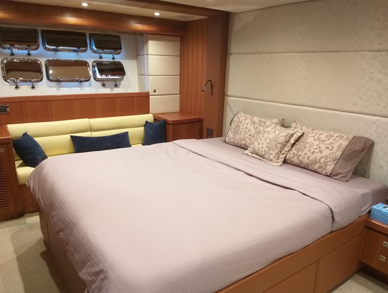 豪華遊艇如同海上別墅,船內有舒適臥房、廚房和客廳,衛浴設備也一應俱全。 記者邱瑞...