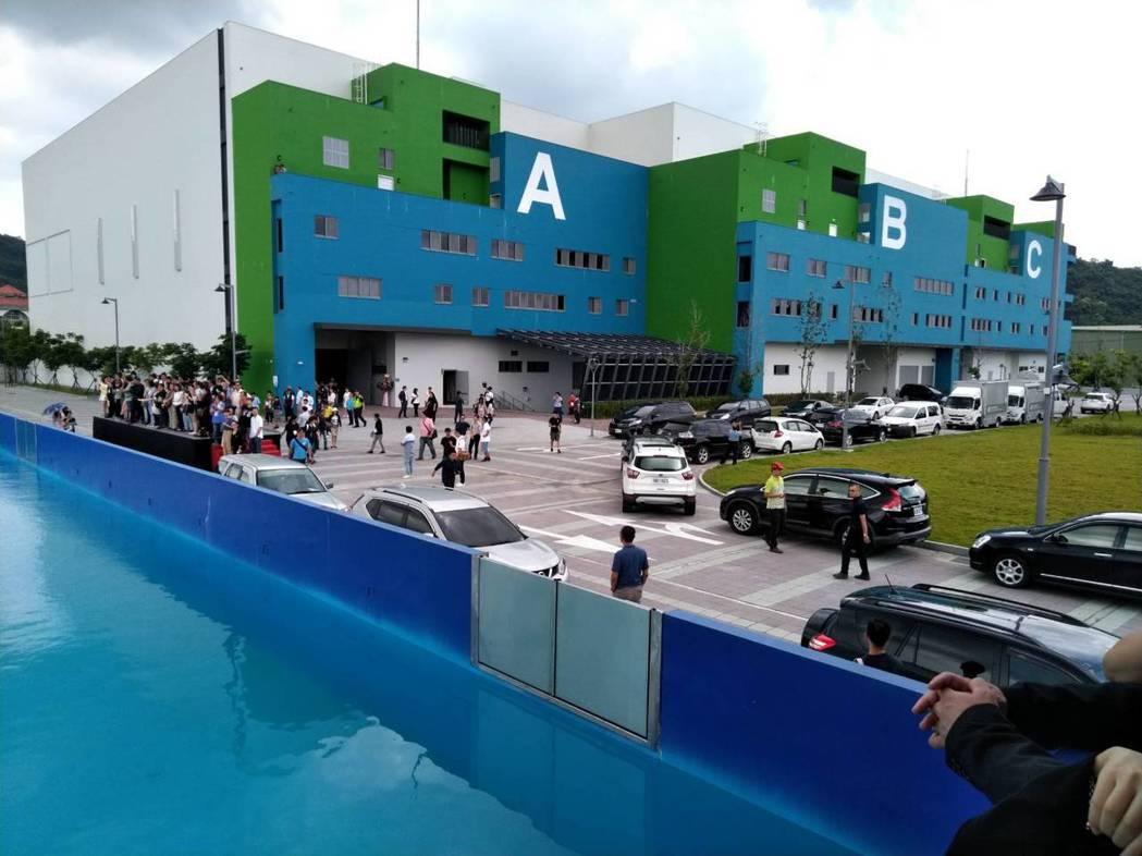中台灣影視基地的人工造浪池。記者黃寅/攝影