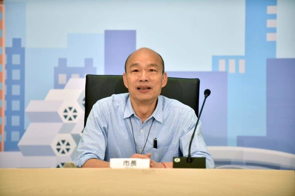 高雄市長韓國瑜接受專訪。 圖/摘自臉書