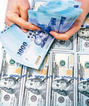 新台幣面臨升值壓力,激勵近來「升值受惠股」受到市場買盤的青睞。 (本報系資料庫)