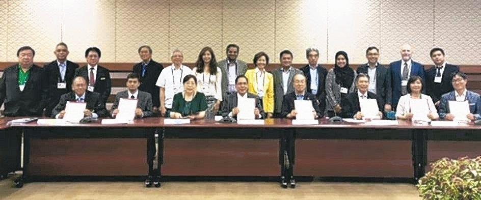 8國與會代表在亞太ESCO聯盟籌備會議時合影。 TESA/提供