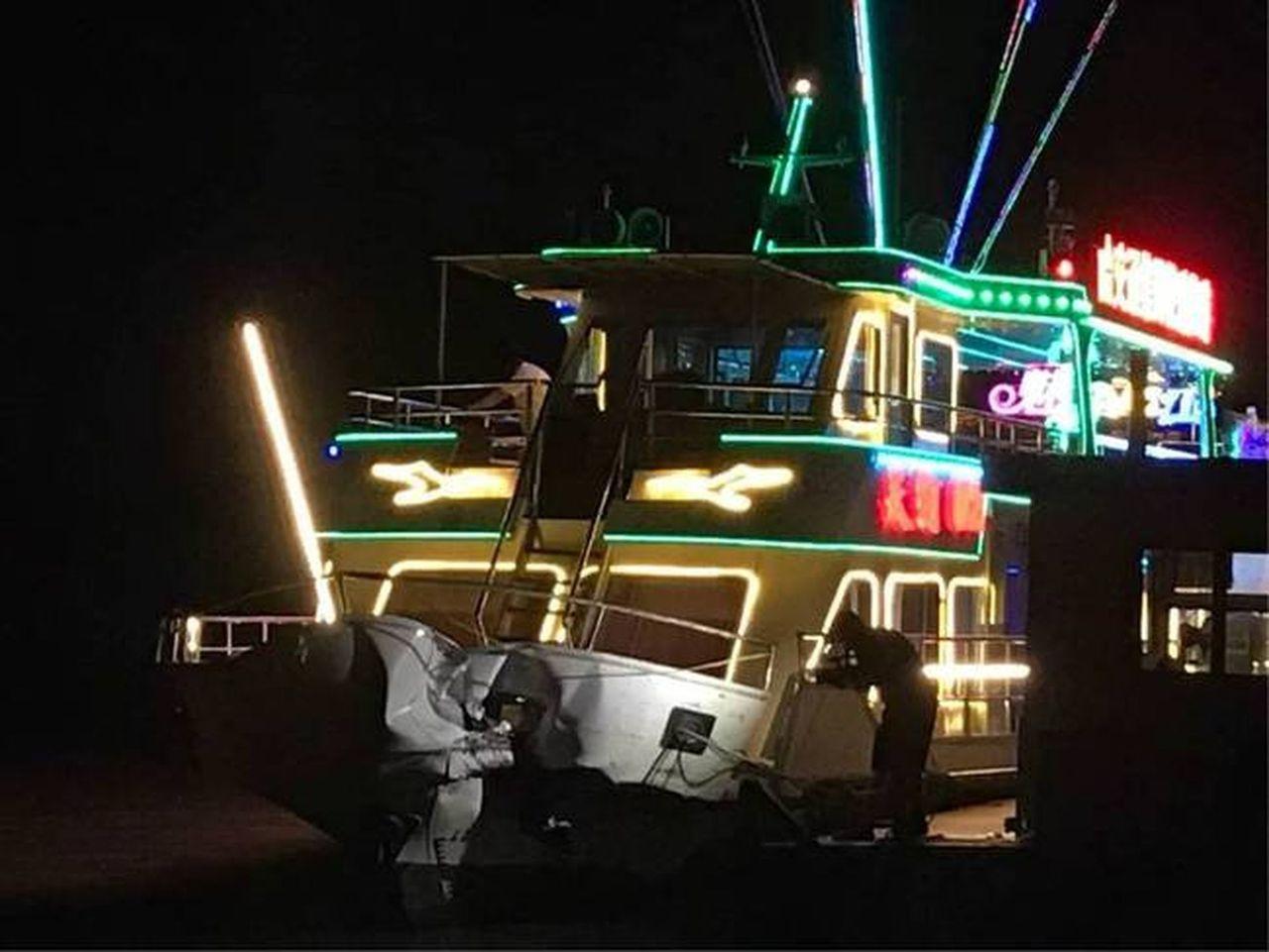 松花江哈爾濱段一拉沙船與客船相撞51人入院 (取材自微博)