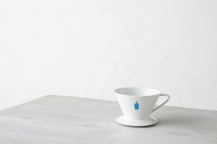 藍瓶咖啡白瓷咖啡濾杯。圖/微風提供