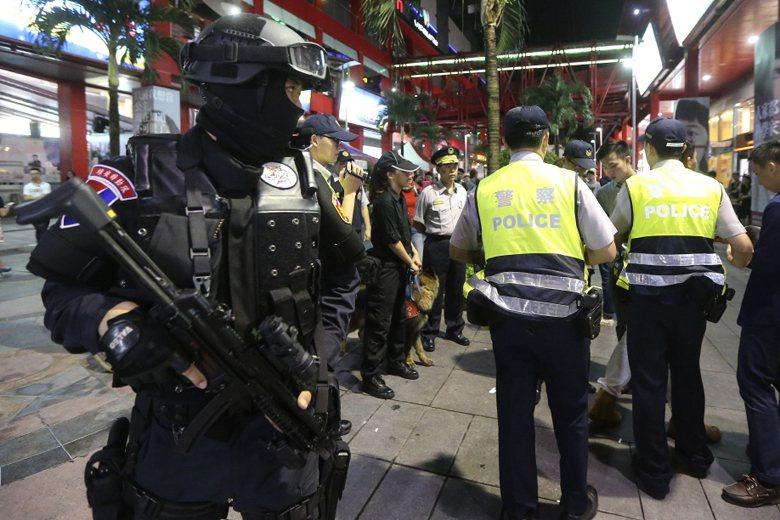 圖為2016年,台北市警方執行「封城掃毒」專案畫面。 圖/聯合報系資料照