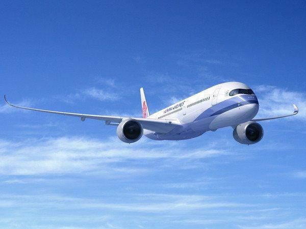 華航推出優惠入手世界帶著走活動,最低為台北飛香港,未稅2,243元起。圖/華航提...