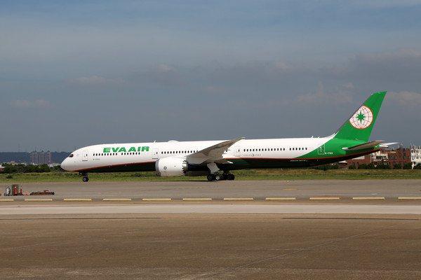 長榮航空則是推出飛澳門未稅2,708元起。圖/長榮提供