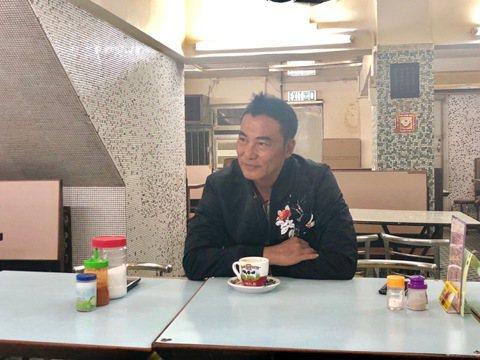 任達華在廣東出席活動遇襲受傷,21日在香港醫院進行第二次手術後,目前已轉往普通病房,經紀人透露手術很成功,任達華的復原狀況也不錯,對於行兇的兇手表示不會追究,但想知對方的動機。據《明報》報導,任達華...