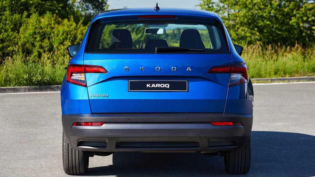 車尾將廠徽取消,改以「ŠKODA」品牌名字樣呈現。 摘自ŠKODA