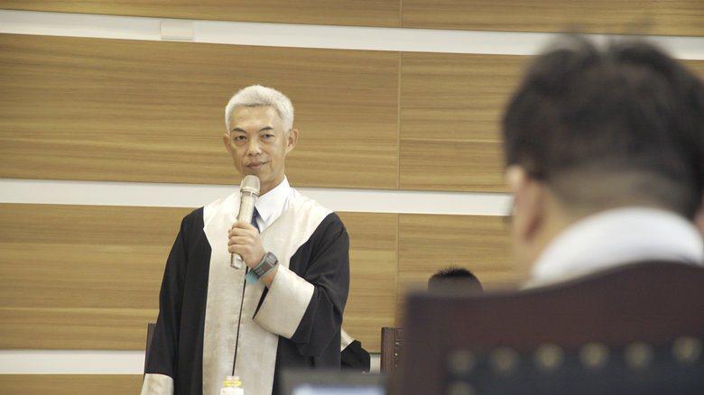 5月18日,模亞召開第一案「邱和順訴中華民國案」的準備庭。圖為原告律師團首席律師尤伯祥。 圖/模亞法院提供