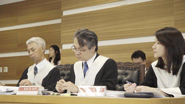 模亞召開第一案「邱和順訴中華民國案」的準備庭。圖為邱和順原告方律師團12名成員。 圖/模亞法院提供