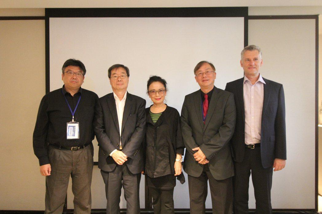 亞洲大學副校長林蔚君與Johnson Controls AI總監 Young M...