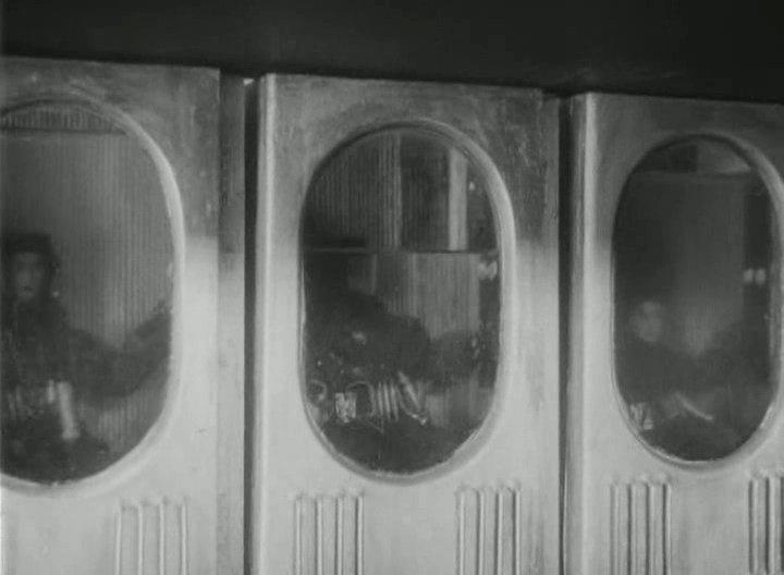 為了承受發射時的G力和震動,這部電影提出的辦法是在發射過程中把太空人浸泡在液體中。