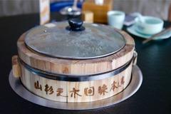 中國重慶/來自川西養生木桶魚料理