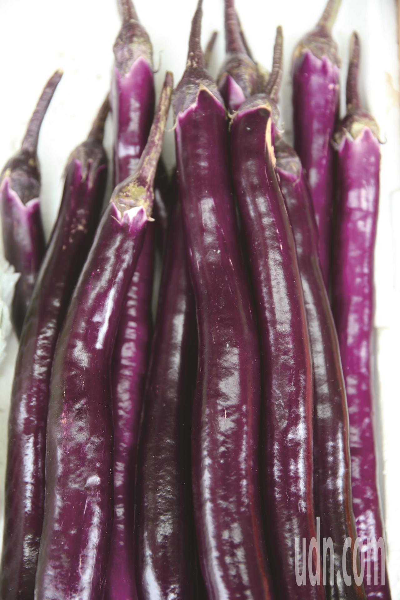 紫色茄子含花青素與維生素C,生津止渴、消暑解熱。本報資料照片