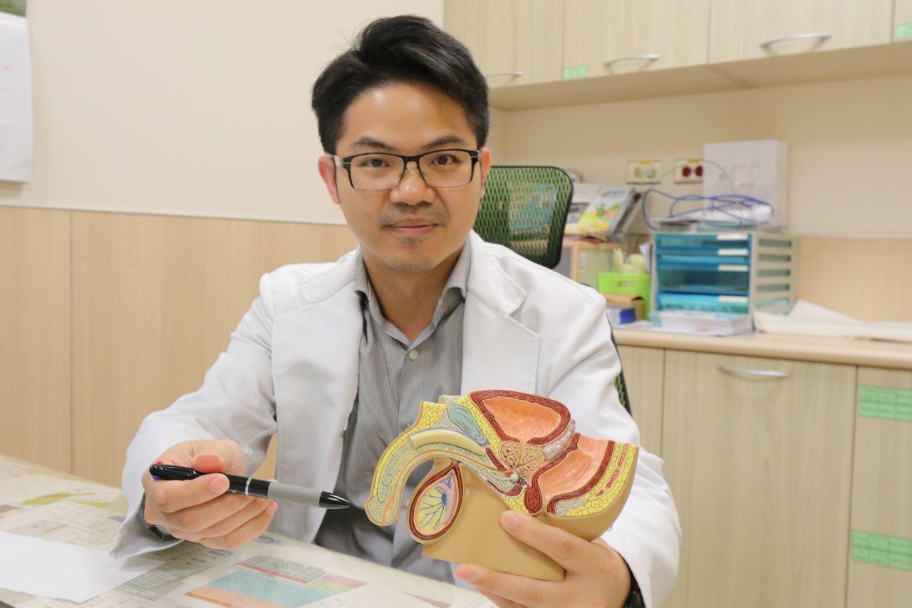 亞洲大學附屬醫院男性性功能中心主任邱鴻傑指出,微創包皮槍環切術切除過程約5分鐘。...
